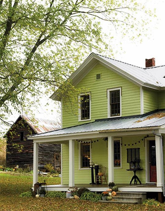 Dom za miastem, który harmonizuje z krajobrazem