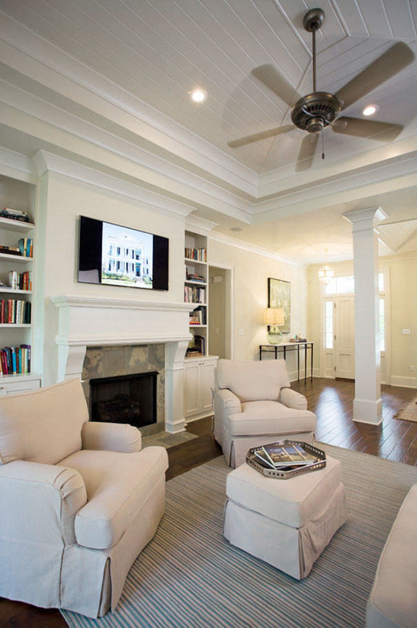 Białe dekoracje wnętrza salonu