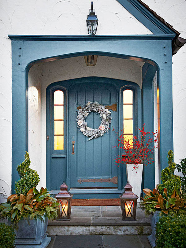 Wyróżnione kolorem drzwi i stolarka