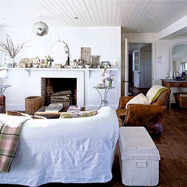 Salon ozdobiony od ścian po sufit drewnianymi panelami