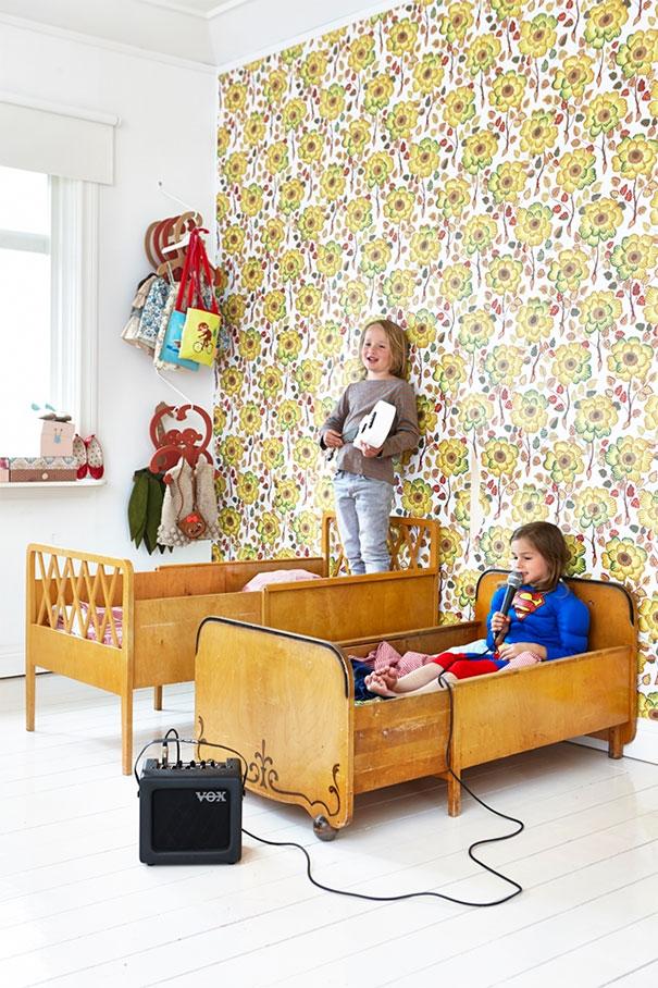 Kolorowe tapety w aranżacji dziecięcego pokoju