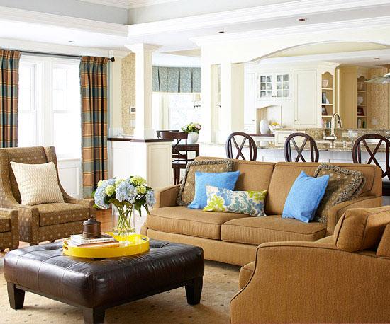 Podział mieszkania między strefą wypoczynkową, kuchenną i jadalną