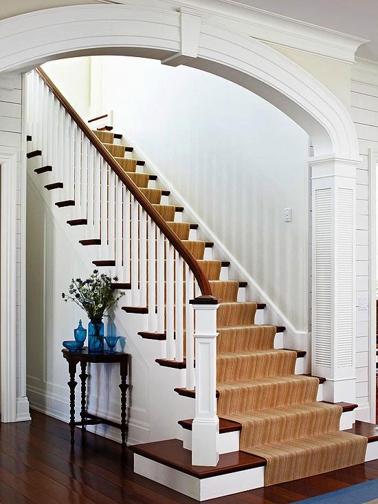 Łuk ze zwornikiem nad wejściem po schodach