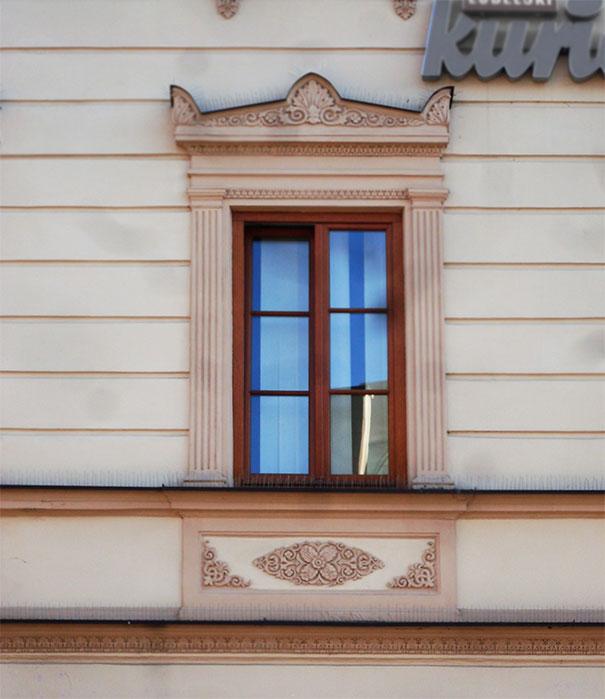 Fragment fasady jednej z lublińskich kamienic