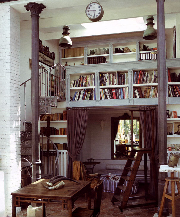 Biblioteka na antresoli
