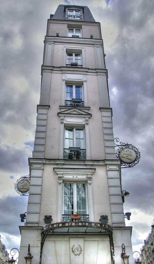 Paryska kamienica o nietypowych proporcjach