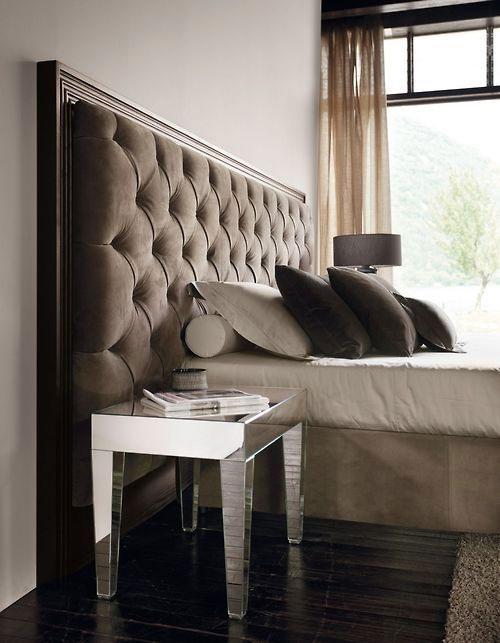 Łóżko z zagówkiem montowanym do ściany