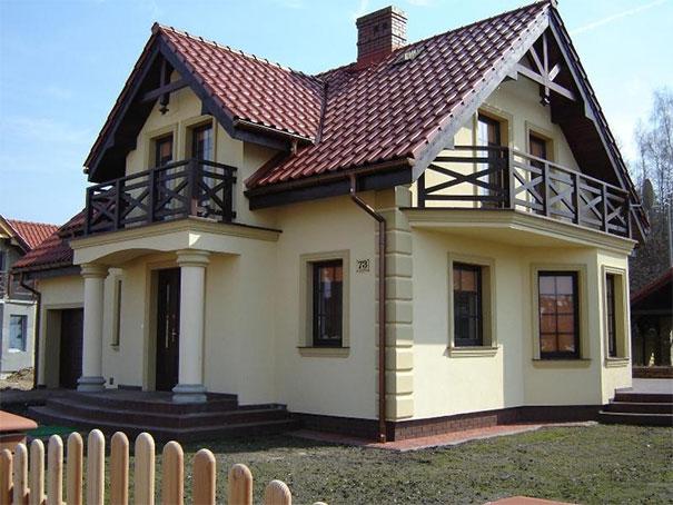 Dom z widocznymi profilami fasadowymi