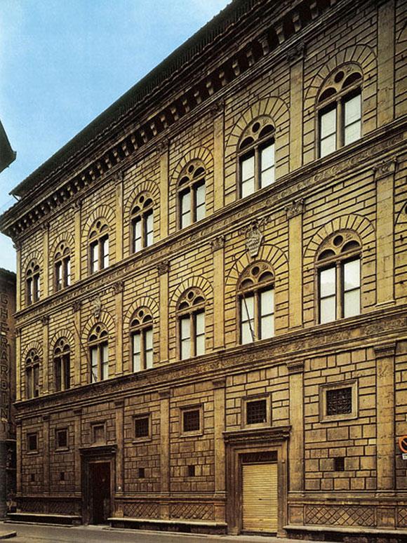 średniowieczny budynek z głębokimi żłobieniami boniowymi