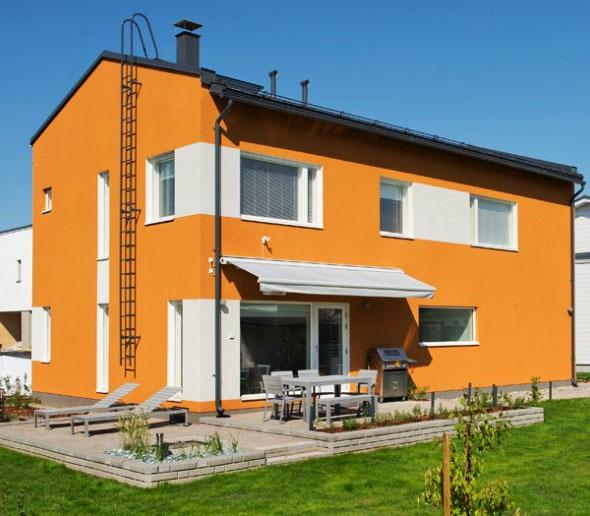 Duży dom z zazanczeniem okien innym kolorem