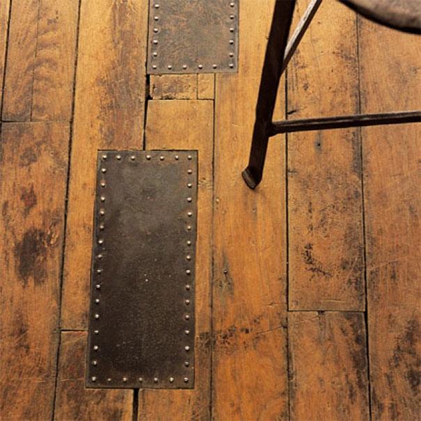 Ciekawy sposób na uzupełnienie ubytku w podłodze