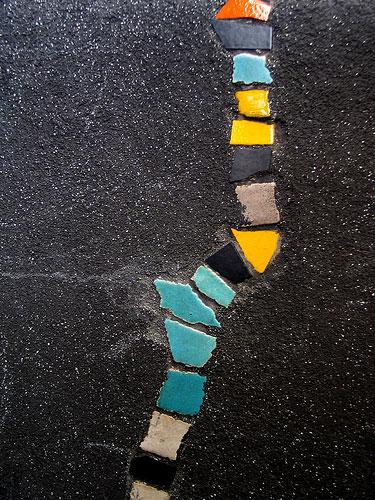 Uzupełnienie ubyków mozaikową warstwą kafelków