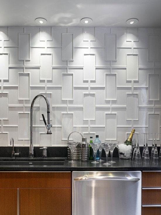 Biel ścian w geometrycznej kuchni
