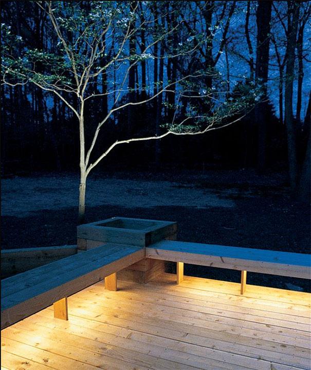 Oświetlenie pod ławkami na tarasie