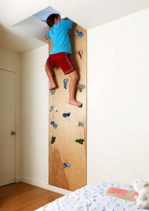 Ścianka wspinaczkowa w dzieciecym pokoju