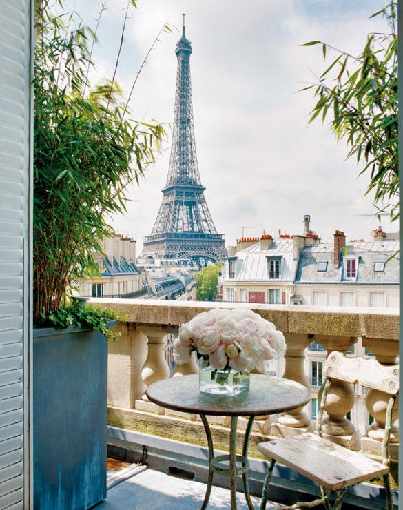 Widok z balkonu na Paryż