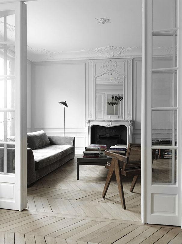 Drewniana podłogo w paryskim mieszkaniu
