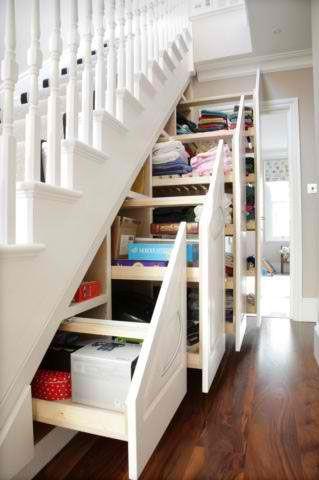 Wykorzystanie miejsca pod schodami na shcowki