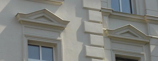 Frontony nad oknami