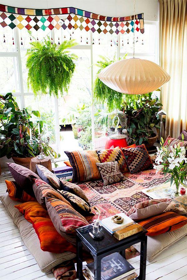 Salon z nietypową strefą wypoczynkową